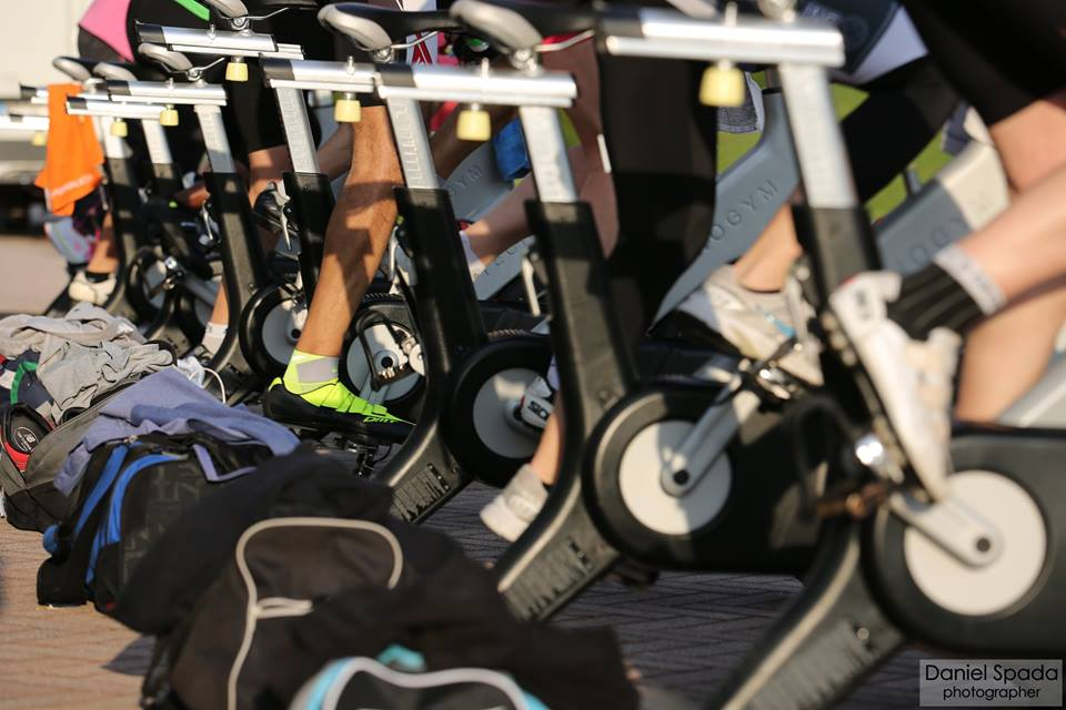 spinning indoor cycling group cycling